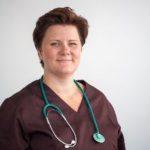 Pieneläinsairauksien erikoiseläinlääkäri, silmätarkastuseläinlääkäri Lotta Axelson