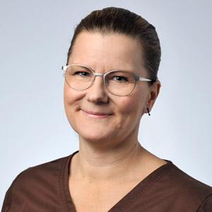 Eläinlääkäri Lotta Axelson
